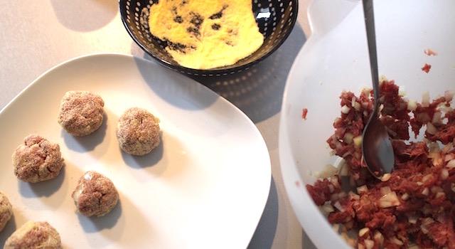 former les boulettes - Boulettes d'agneau, polenta au lait d'amande