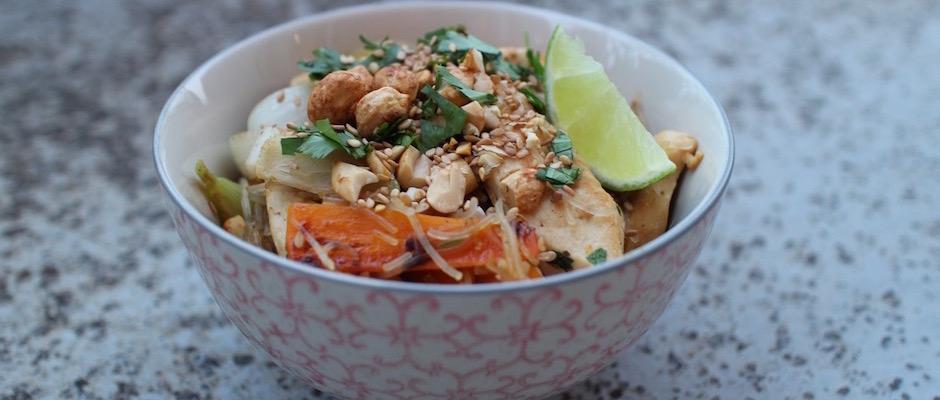 recette traditionnelle croustillante - Pad Thaï Bowl au poulet