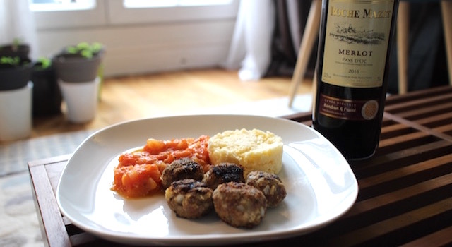 servir le diner - Boulettes d'agneau, polenta au lait d'amande