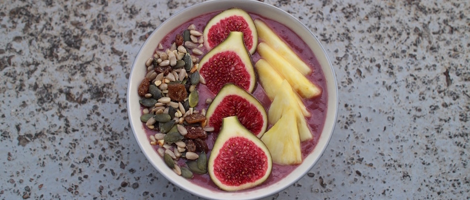 frais et tendance - Açaï bowl de saison - mangue figues ananas