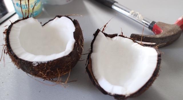 ouvrir la noix de coco - Smoothie glacé coco mangue