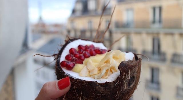 servir le Smoothie glacé coco mangue