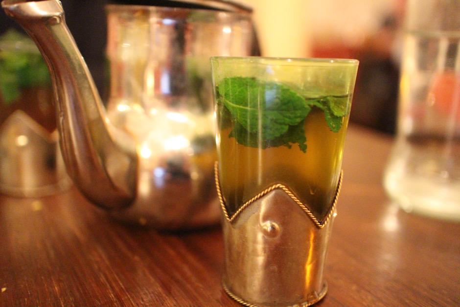 thé à la menthe - restaurant-le-mechoui-du-prince-le-maroc-chaleureux