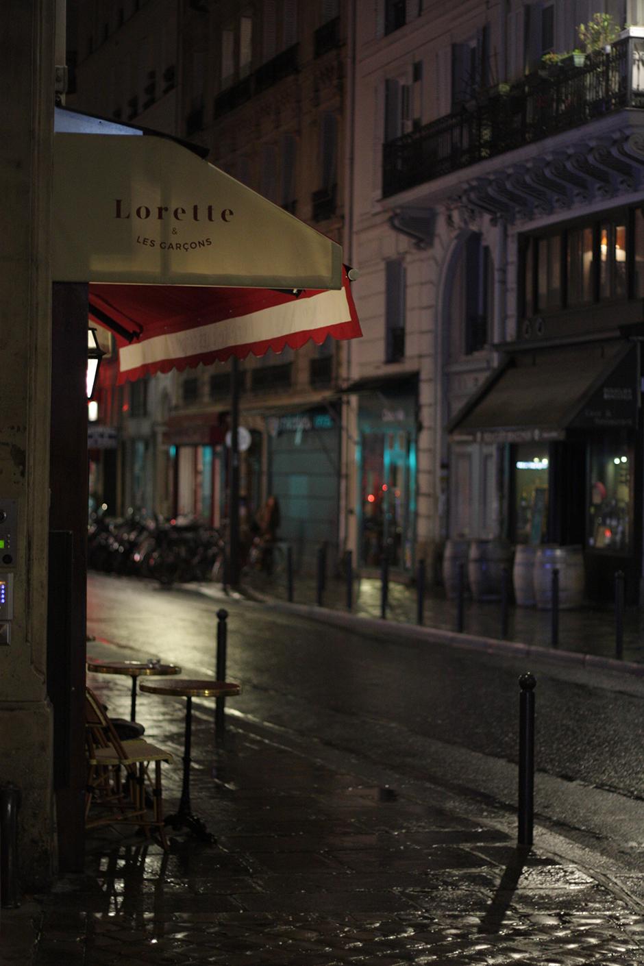 Devanture dans la nuit - Restaurant Lorette et les garcons une ambiance a la claude sautet
