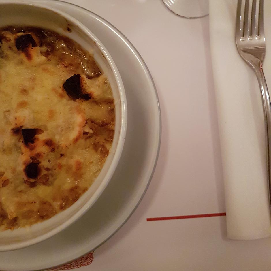 Soupe oignon - restaurant lorette et les garcons une ambiance a la claude sautet