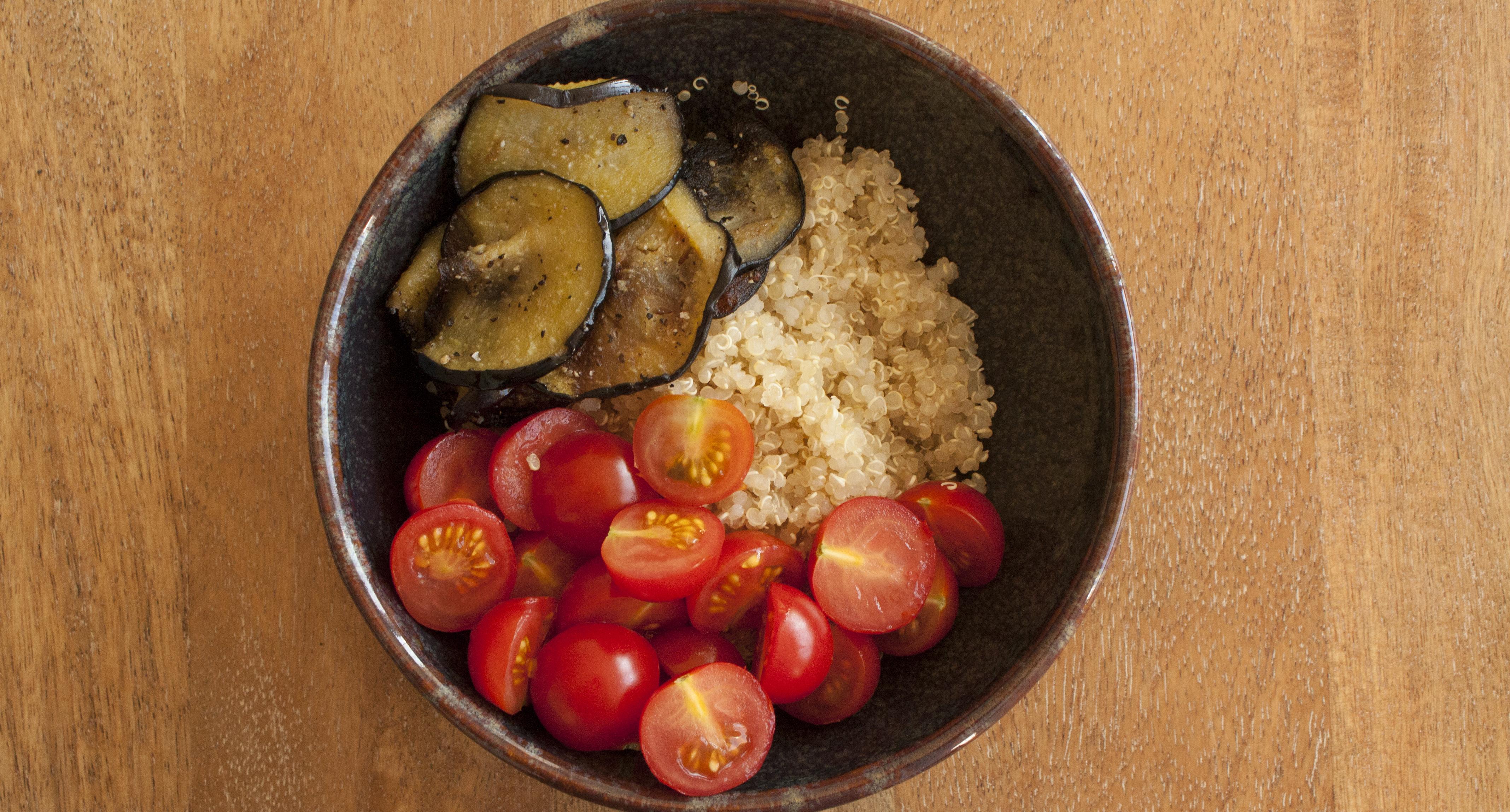 bowl quinoa tomates cerise aubergines - bowl ensoleille