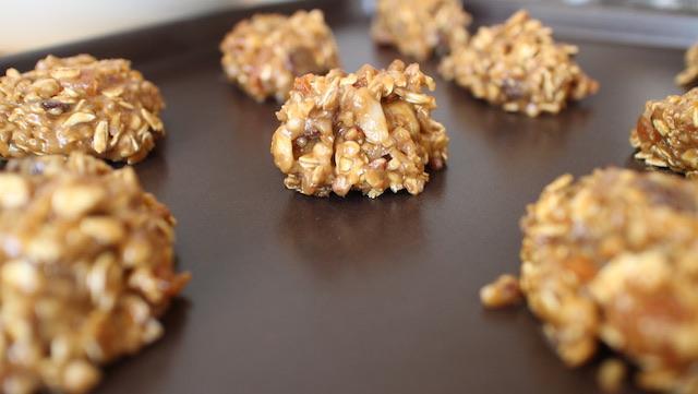 cookies-choco-thini-faire-des-boules-avec-la-pate-sur-la-plaque